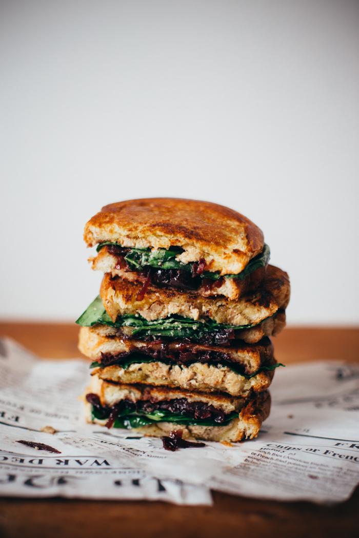 sandwich-grille-au-foie-gras-labeyrie-oignons-et-cerises-caramelises-epinards-frais-lauret-ophelie-ophelies-kitchen-book-11
