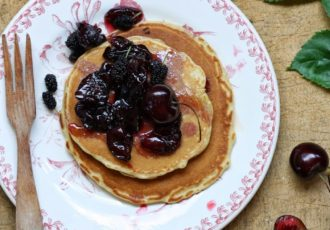 Pancakes-et-coulis-de-fruits-rouges-cerises-284129-4