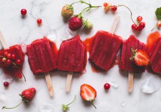 Batonnets glacés fraises & groseilles - Ophelie's Kitchen Book - Ophelie Lauret