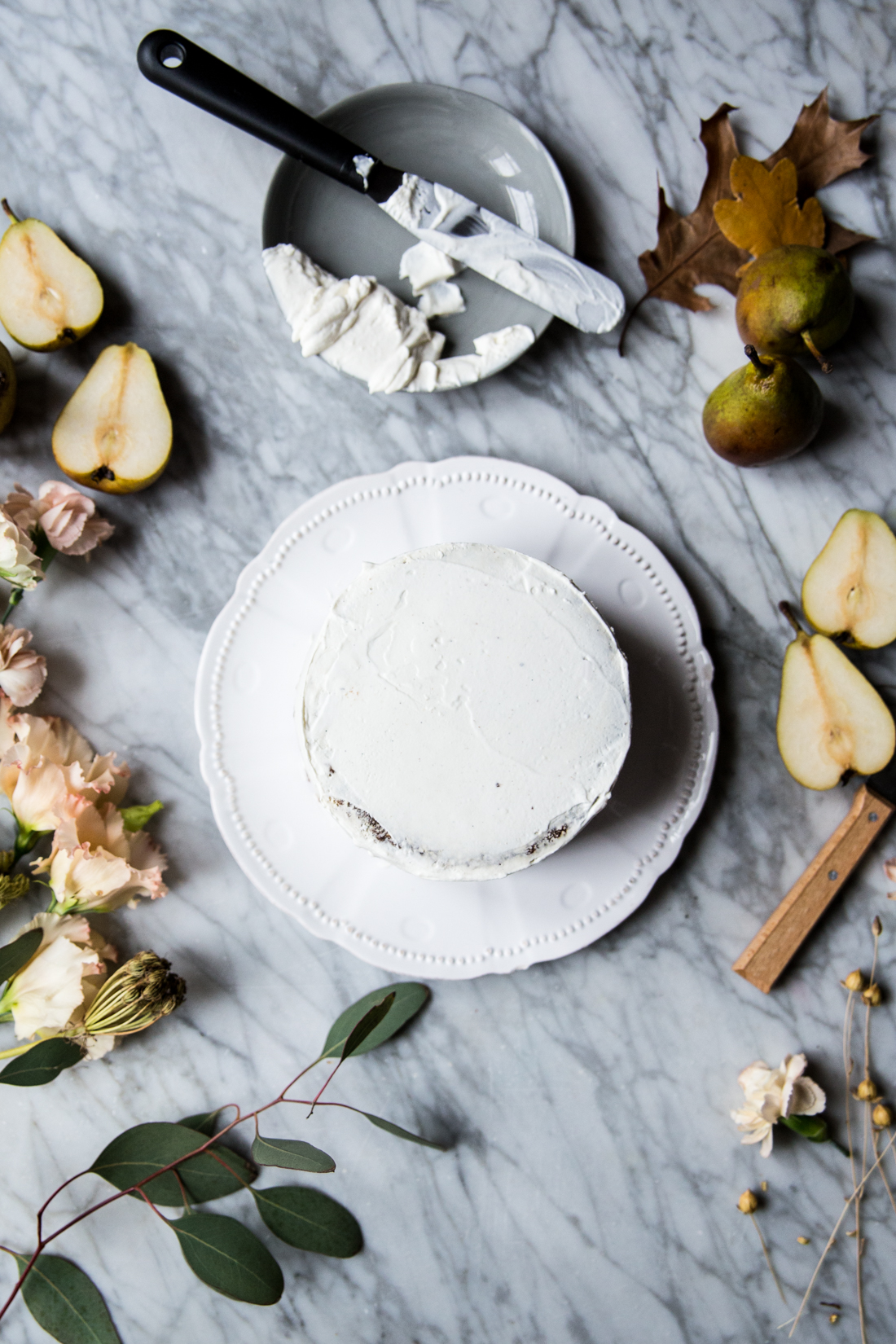 layer-cake-poires-cardamone-glacage-mascarpone-et-vanille-coulant-au-chocolat-ophelies-kitchen-book-ophelie-lauret-2