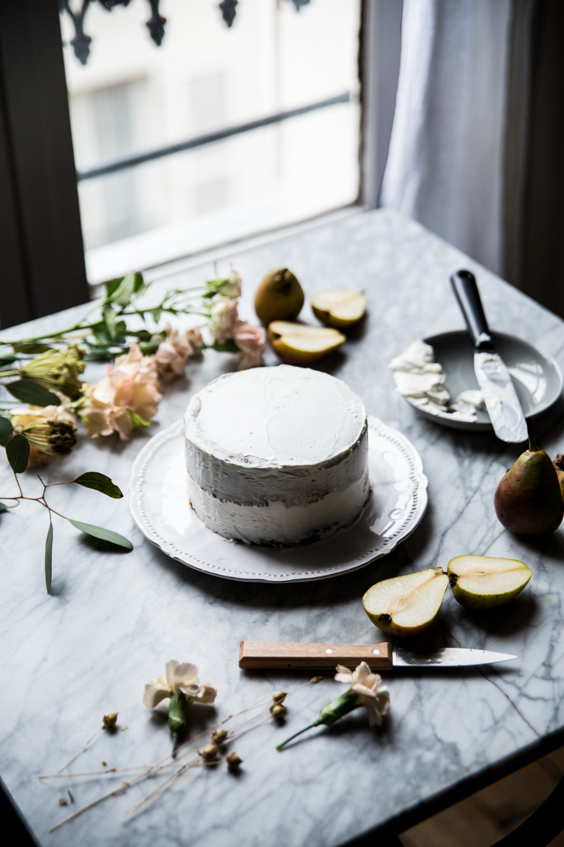 layer-cake-poires-cardamone-glacage-mascarpone-et-vanille-coulant-au-chocolat-ophelies-kitchen-book-ophelie-lauret