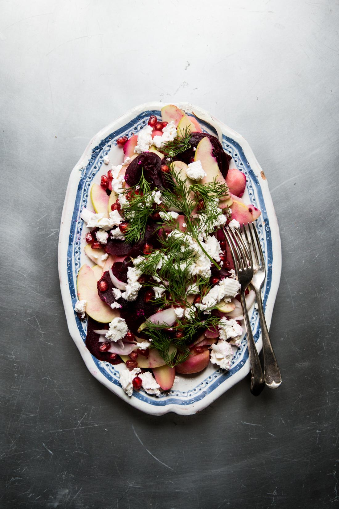salade-de-betteraves-pommes-pommes-de-terre-grenade-chevre-aneth-ophelies-kitchen-book-ophelie-lauret-3