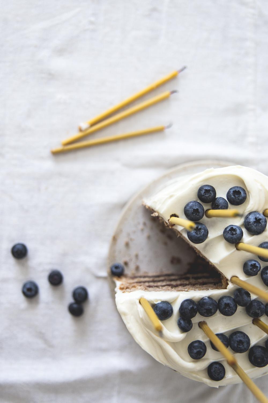 Gateau à étages à la banane, coco, myrtilles - Ophelie Lauret - Ophelie's Kitchen Book-13