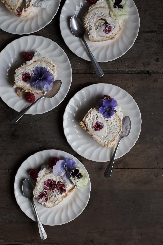 Pavlova roulée aux framboises & Fleurs - Romance 3.0 - Ophelie's Kitchen Book - Ophelie Lauret-17