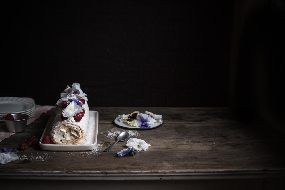 Pavlova roulée aux framboises & fleurs - Romance 3.0 - Ophelie's Kitchen Book - Ophelie Lauret-6