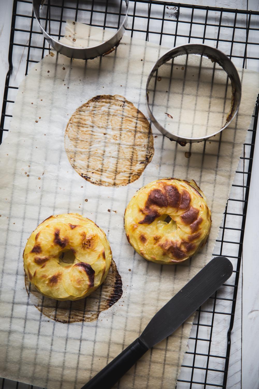 Mille-feuilles de pommes de terre au four saumon et sauce yaourt aneth - Ophelie Lauret - Ophelie's Kitchen Book