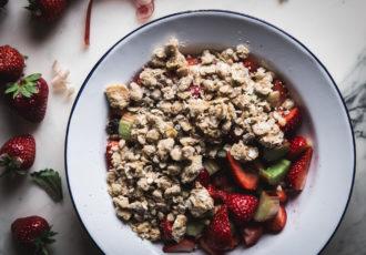 Crumble flocons d'avoine fraise rhubarbe - Ophelie's Kitchen Book-3