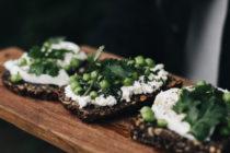 tartine sans gluten burrata & herbes & petits pois - Maison Louno - Ophelie's Kitchen Book-23