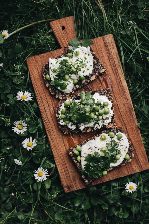 tartine sans gluten burrata & herbes & petits pois - Maison Louno - Ophelie's Kitchen Book-26