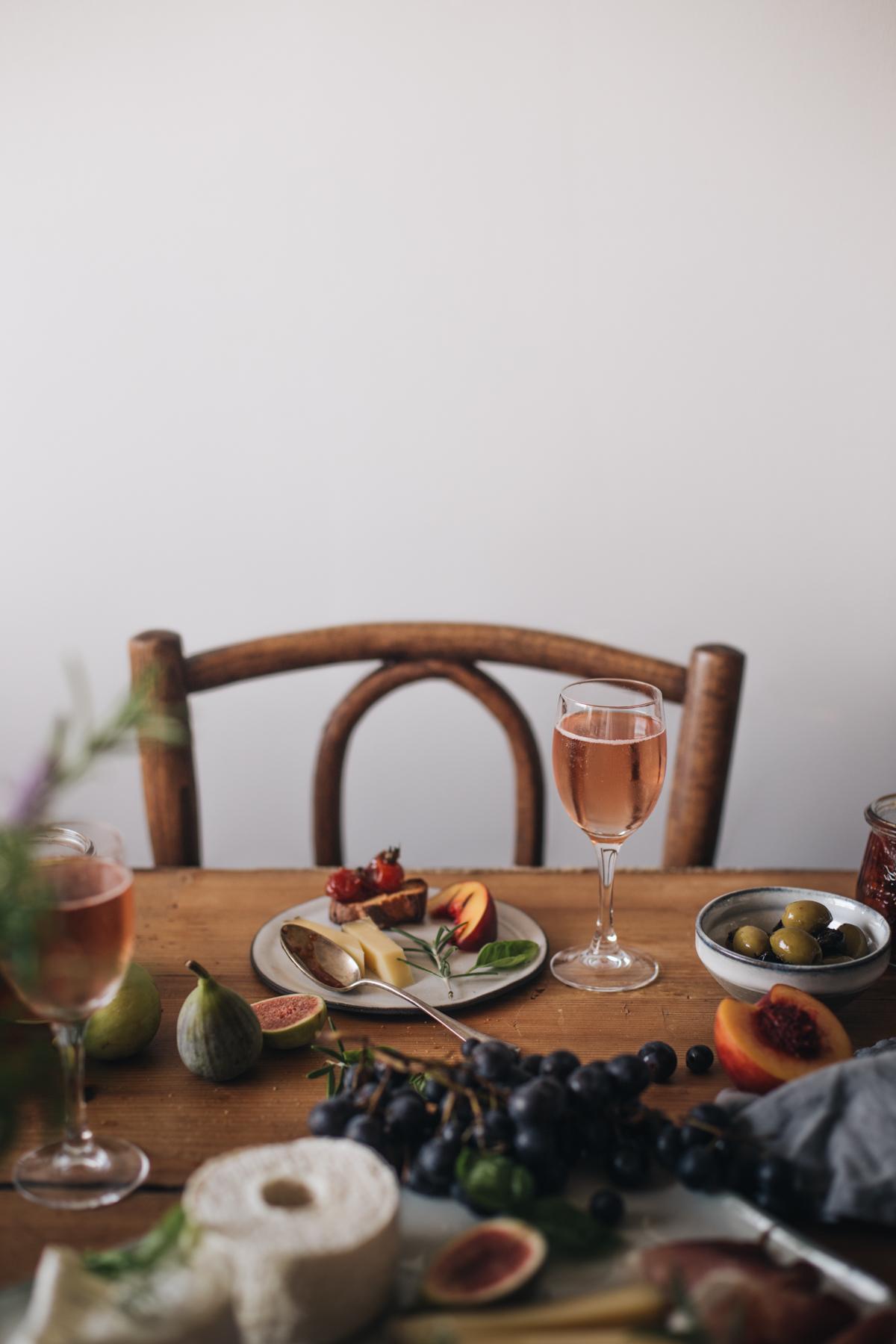 Plateau apéritif, fromage de saisons, confiture de tomates cerises, champagne rosé - Ophelie's Kitchen Book-10