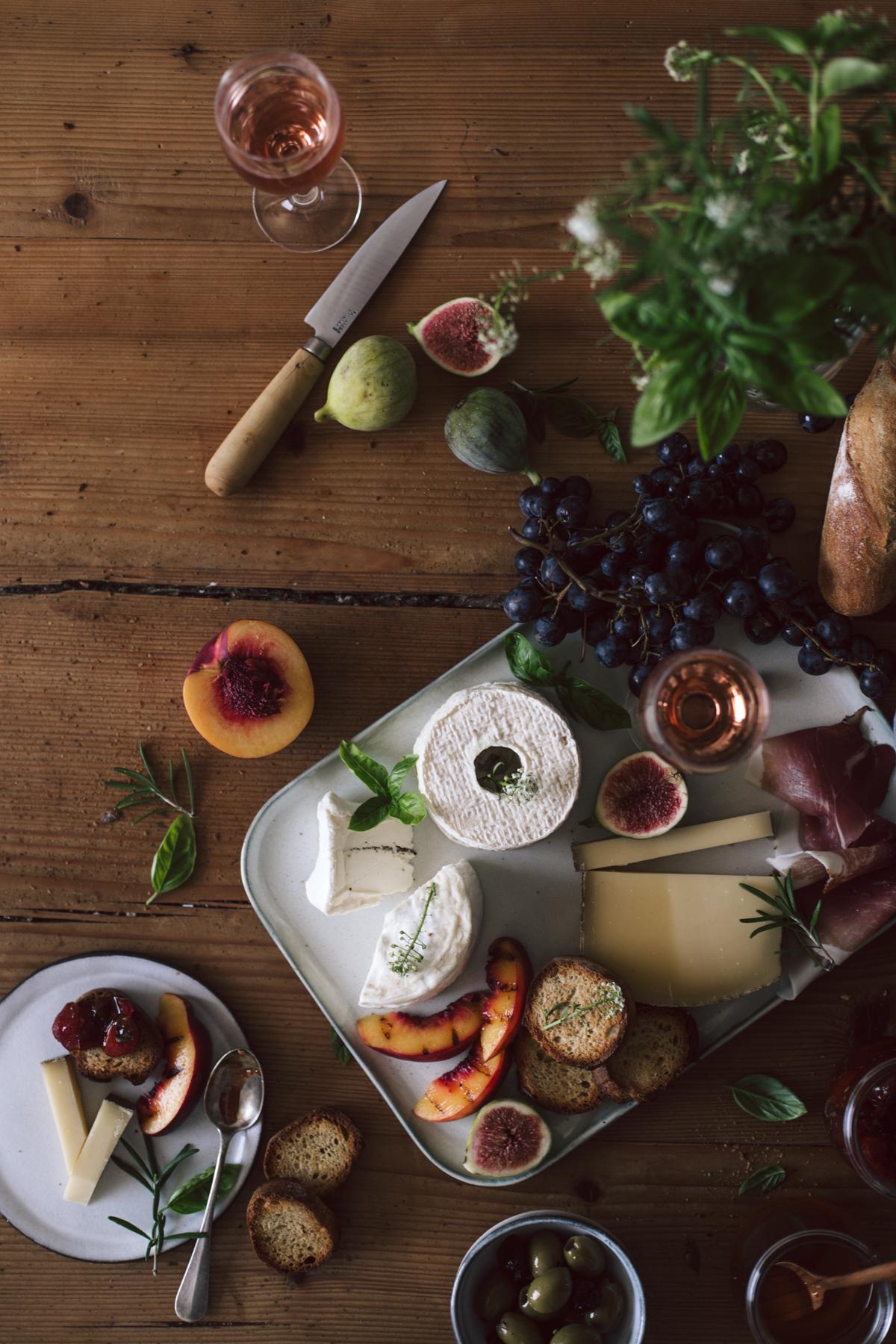 Plateau apéritif, fromage de saisons, confiture de tomates cerises, champagne rosé - Ophelie's Kitchen Book-11