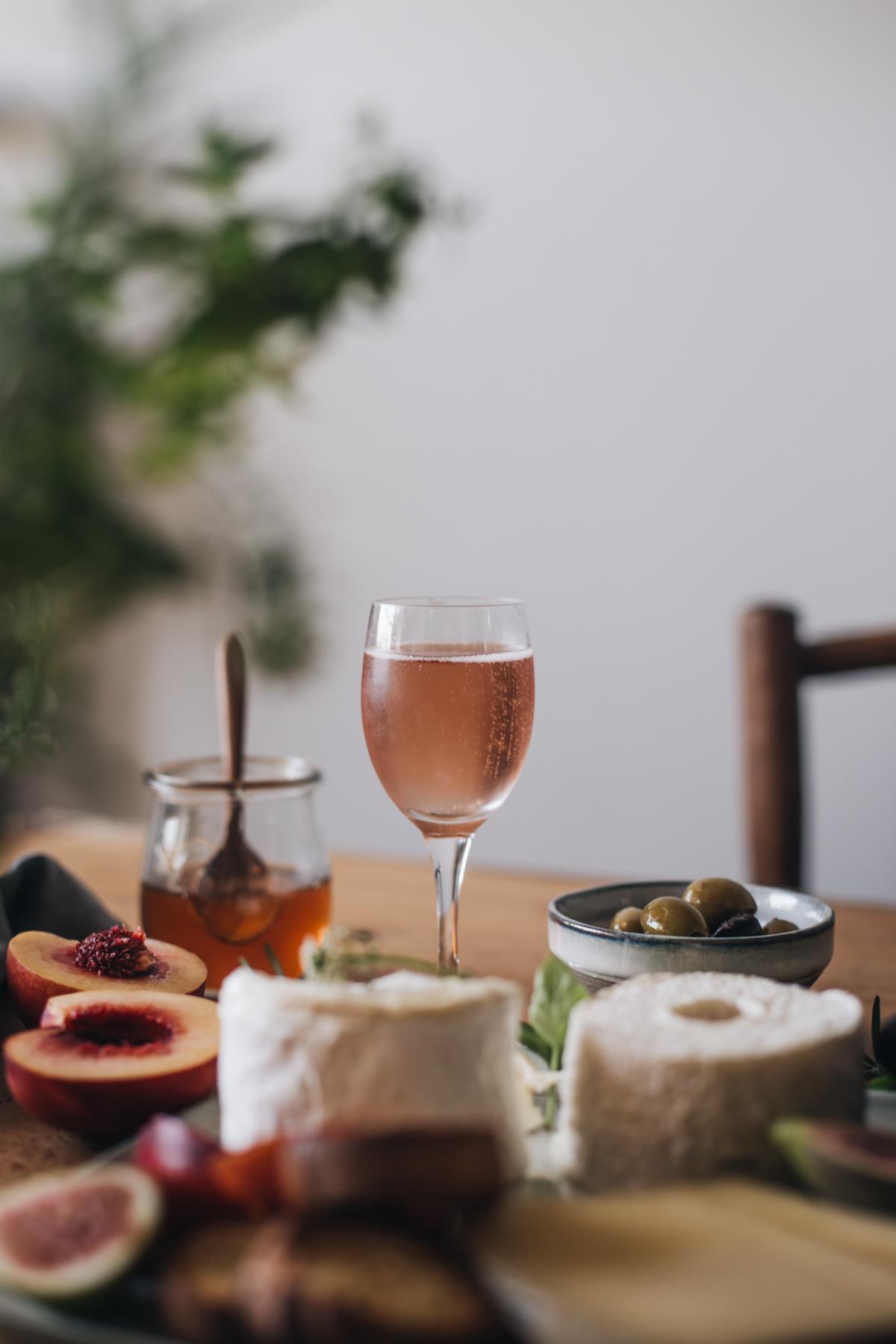 Plateau apéritif, fromage de saisons, confiture de tomates cerises, champagne rosé - Ophelie's Kitchen Book-15
