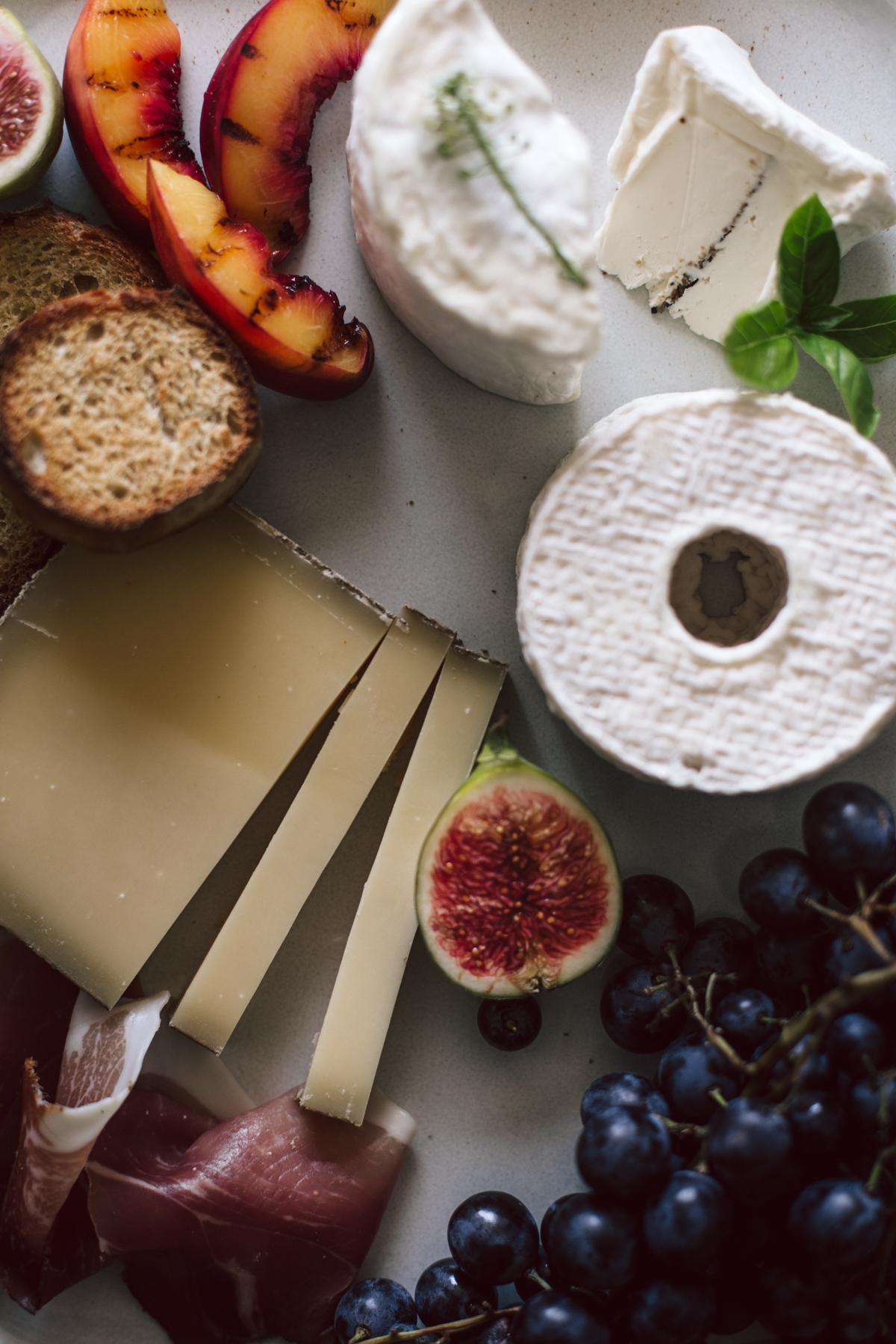 Plateau apéritif, fromage de saisons, confiture de tomates cerises, champagne rosé - Ophelie's Kitchen Book-6