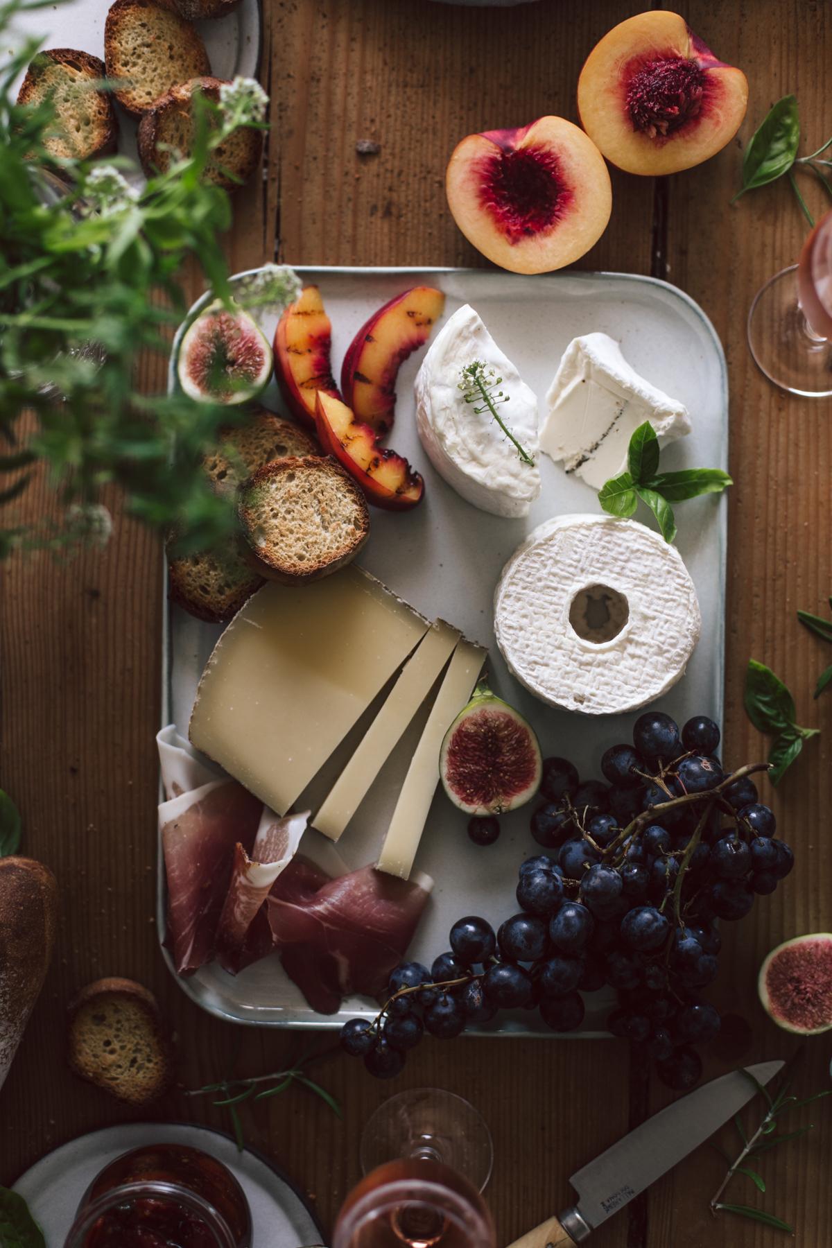 Plateau apéritif, fromage de saisons, confiture de tomates cerises, champagne rosé - Ophelie's Kitchen Book-7